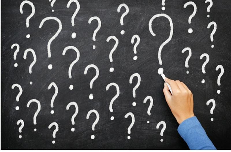 5 dingen die je moet weten over het waarom van je bedrijf - afbeelding bord met vraagtekens || Anneke van der Voort-Kruk, PRminded | Adviseur Social Media Plan | online profileren | LinkedIn trainer | voor ZZP en MKB | Bavel, Breda, Tilburg