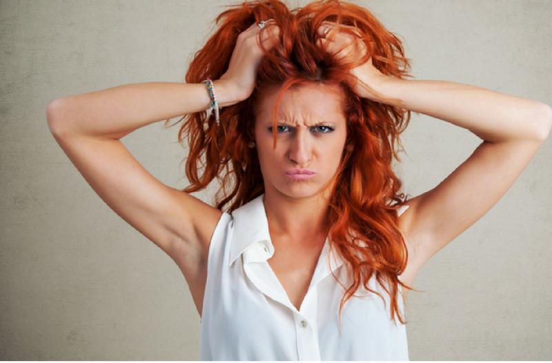 9 redenen waarom social media te weinig oplevert - Vrouw met handen in haar | Anneke van der Voort-Kruk, PRminded | Adviseur Social Media Plan | online profileren | LinkedIn trainer | voor ZZP en MKB | Bavel, Breda, Tilburg