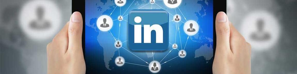 foto van een tablet met een LinkedIn logo | Anneke van der Voort-Kruk, PRminded | Adviseur Social Media Plan | online profileren | LinkedIn trainer | voor ZZP en MKB | Bavel, Breda, Tilburg