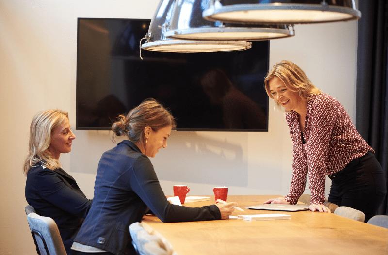 Anneke Van Der Voort Met 2 Klanten In Gesprek | LinkedIn Trainer | PRminded | Adviseur | Online Profileren | LinkedIn Trainer | Voor ZZP En MKB | Bavel, Breda, Tilburg
